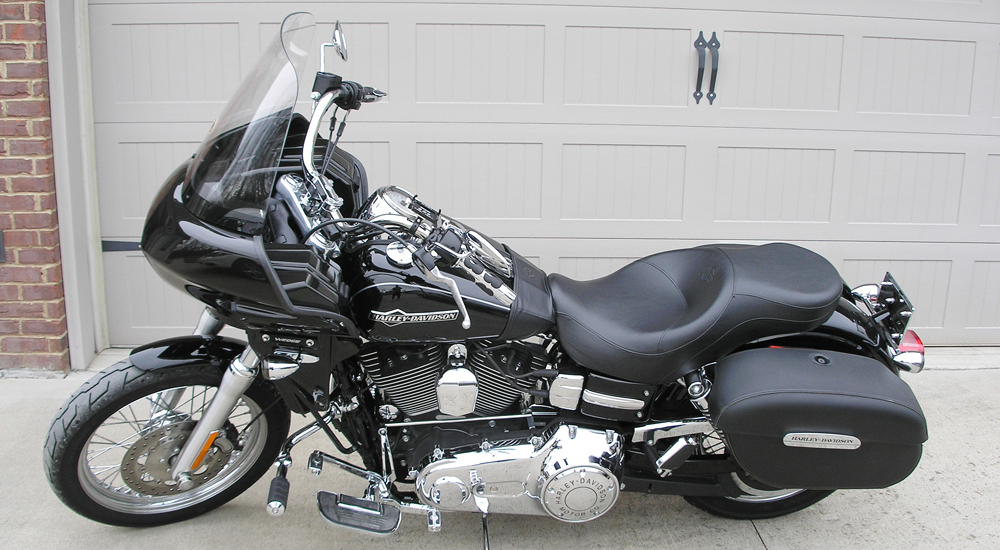 dyna super glide with full fairing viewed from the side
