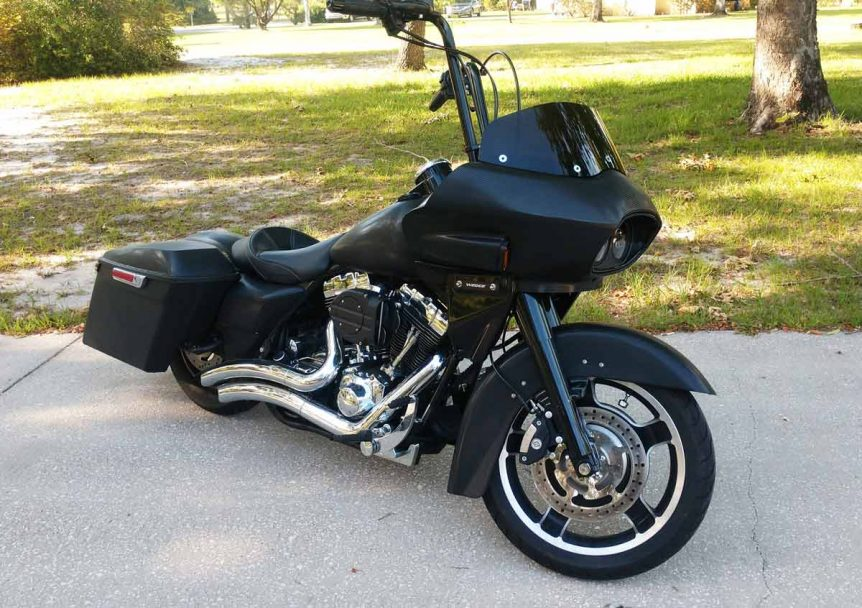 black road king with fairing, 3/4 view